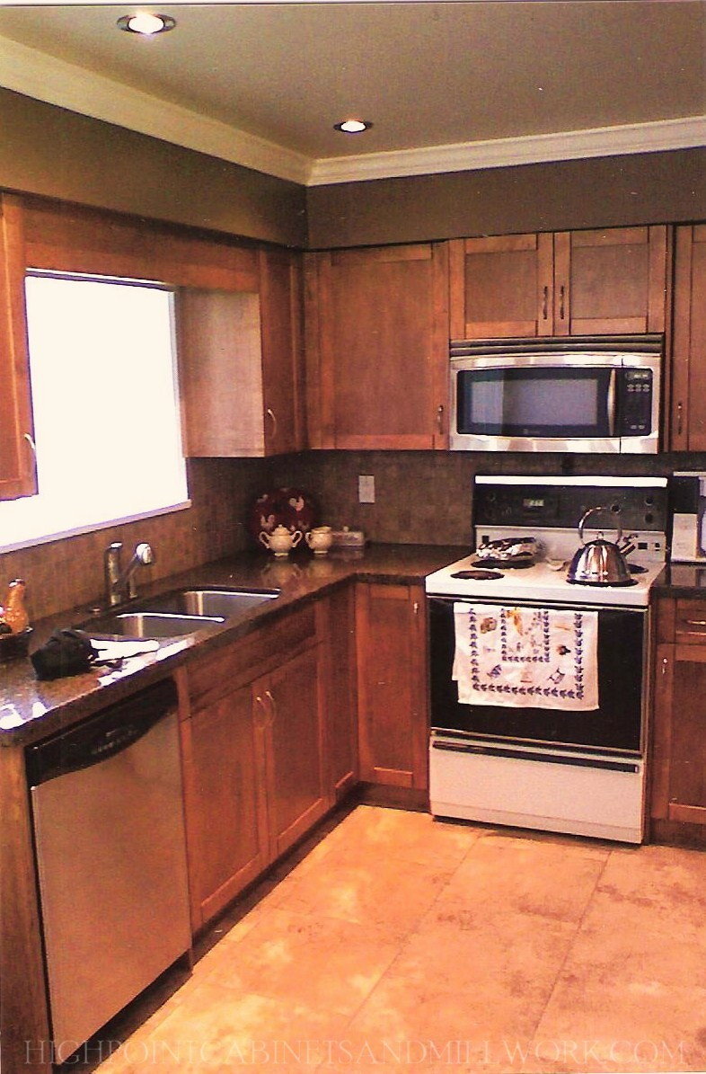Maple Shaker Kitchen & Granite Countertop