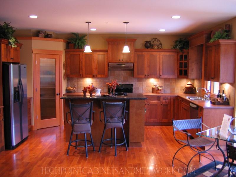 Maple Shaker Kitchen with Solid Wood Pantry Door